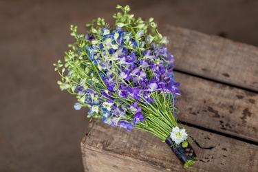 'Simply Larkspur' an elegant bouquet. Florist: Zita Elza, British Flowers Week, photo source: NCGFM, photographer: Julian Winslow
