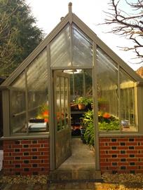 Bespoke, freestanding, messenger greenhouse in greensand