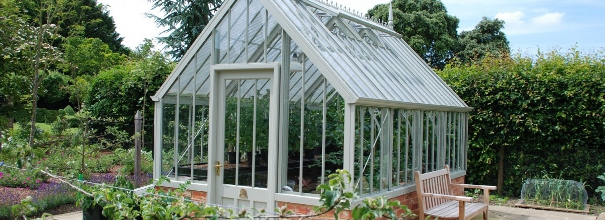 Low maintenance Scotney greenhouse for 14th century hall