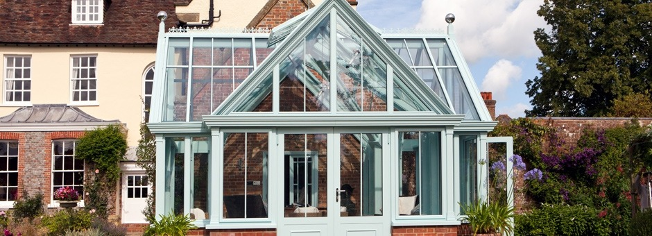 Classic Victorian conservatory in aluminium replaces rotten timber structure