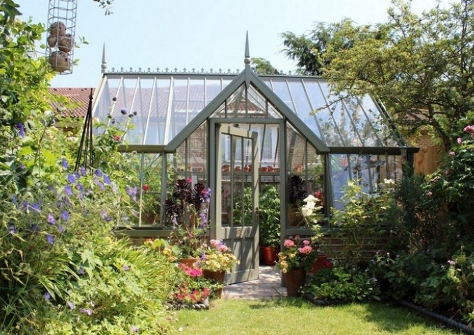 Mottisfont Greenhouse Nestled in an Urban Garden