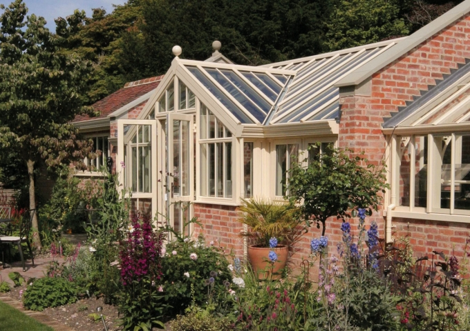 Combined conservatory and greenhouse by Alitex