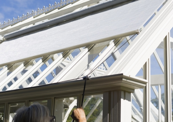 Operating greenhouse shades | Alitex